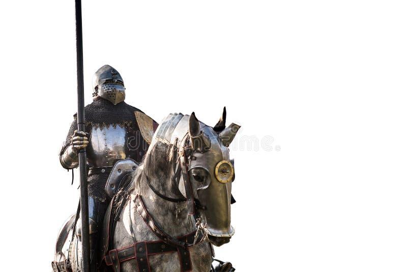 Caballero a caballo Caballo en armadura con el caballero que sostiene la lanza imagen de archivo