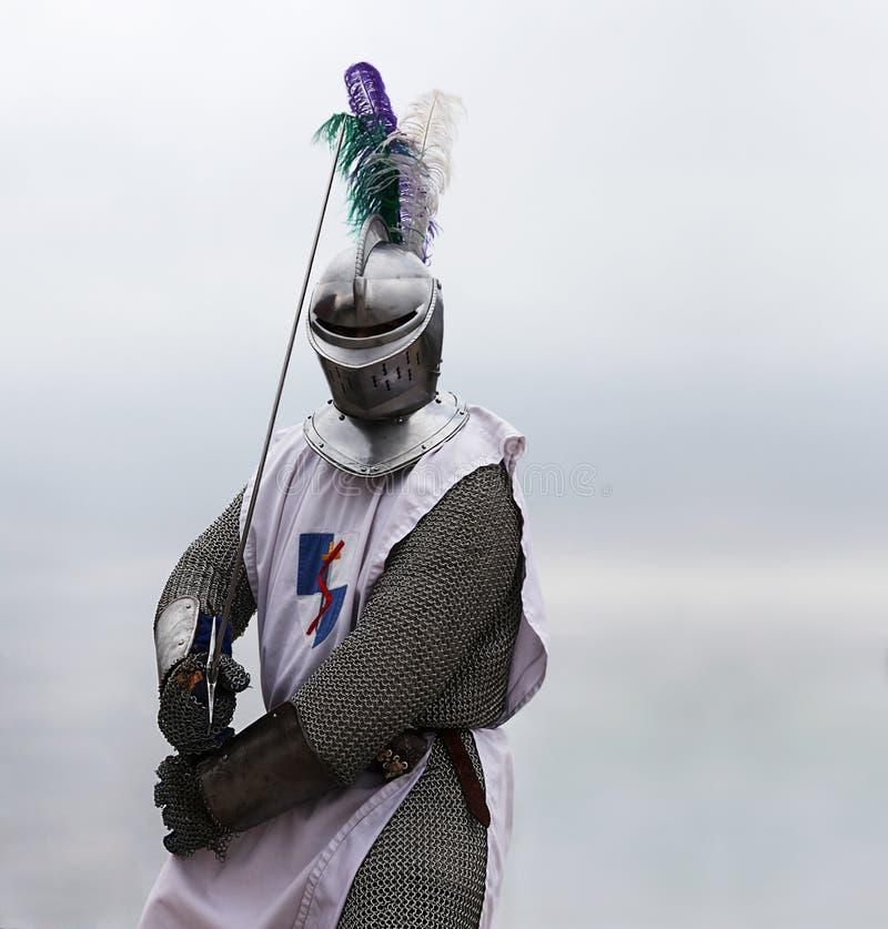 Caballero con una espada foto de archivo