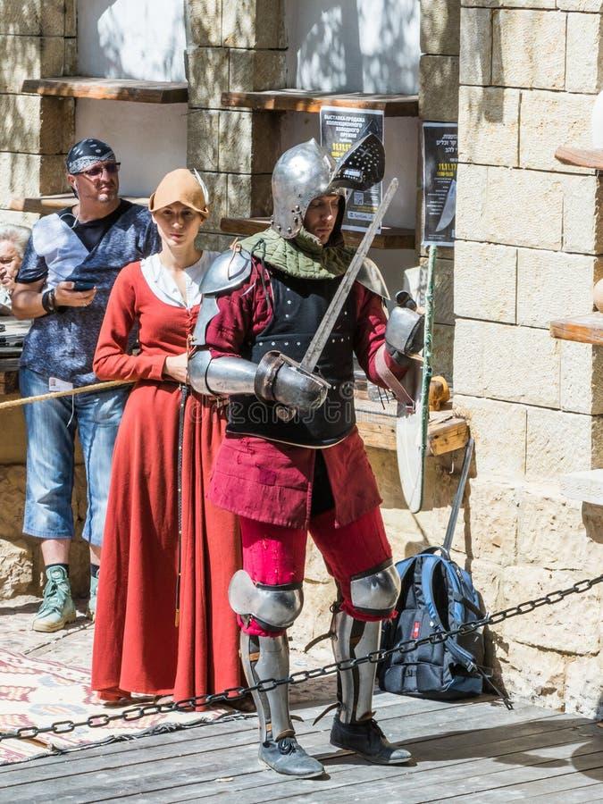Caballero - el participante en los caballeros del ` del festival del ` de Jerusalén se coloca en la lista antes de un duelo en Je imagen de archivo