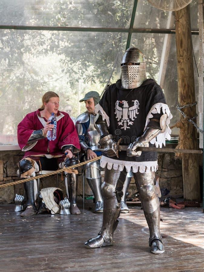 Caballero - el participante en los caballeros del ` del festival del ` de Jerusalén se coloca en la lista antes de un duelo en Je imagen de archivo libre de regalías