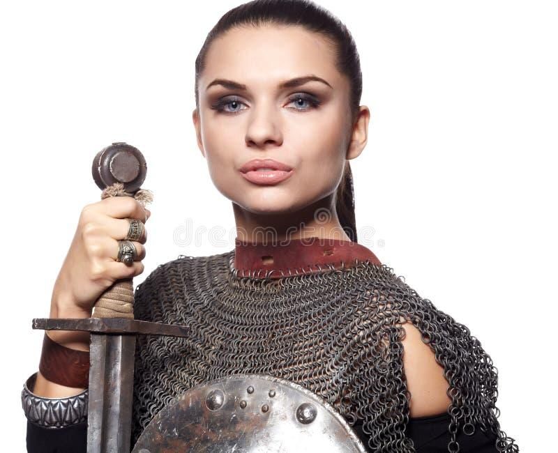 Caballero femenino medieval en armadura foto de archivo