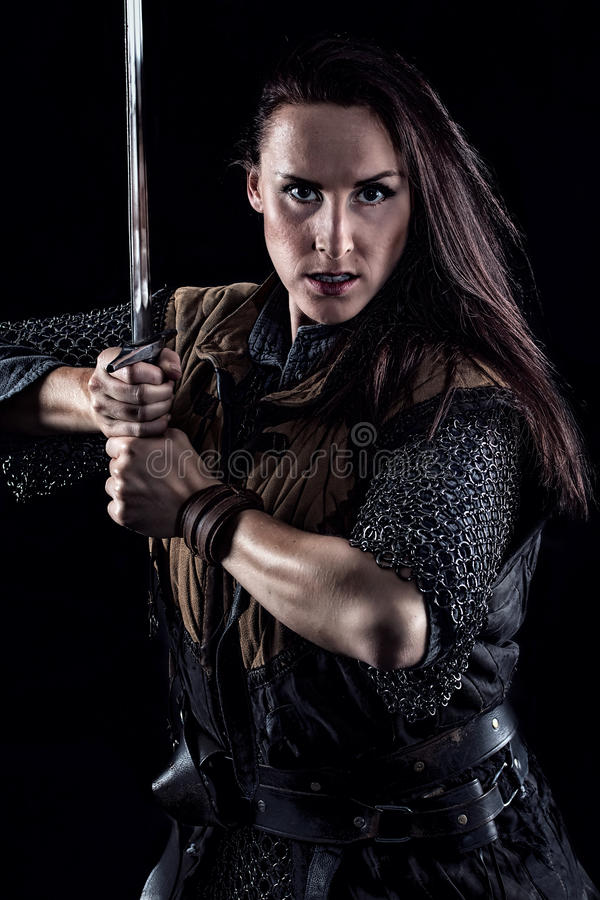 Caballero medieval de la fantasía del guerrero femenino fotos de archivo