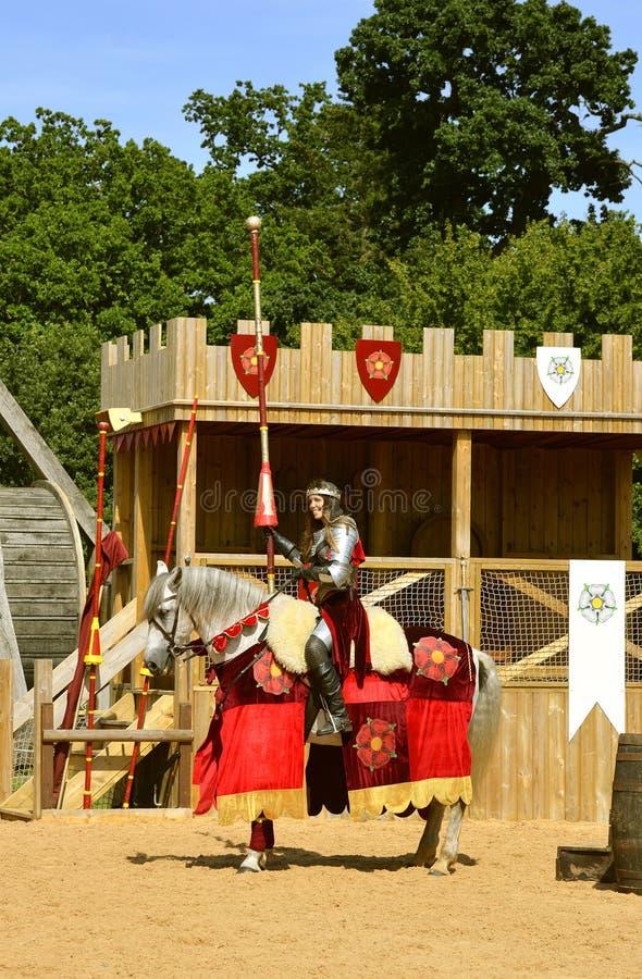 Caballero montado medieval en la casa de la armadura de Lancaster imagen de archivo libre de regalías