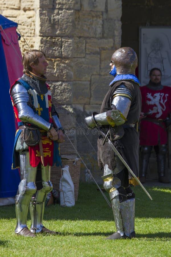 Caballeros en batalla Exhibición medieval Warkworth, Northumberland inglaterra Reino Unido foto de archivo