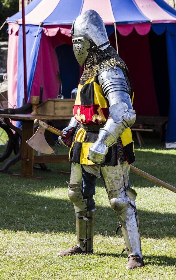 Caballeros en batalla Exhibición medieval Warkworth, Northumberland inglaterra Reino Unido fotografía de archivo libre de regalías