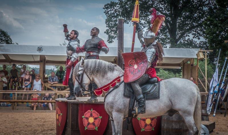 Caballeros medievales en el castillo de Warwick imágenes de archivo libres de regalías