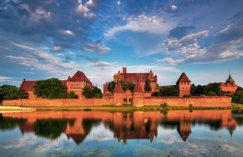Download Caballeros Teutónicos En El Castillo De Malbork En Verano Imagen de archivo - Imagen de nubes, medieval: 42438777