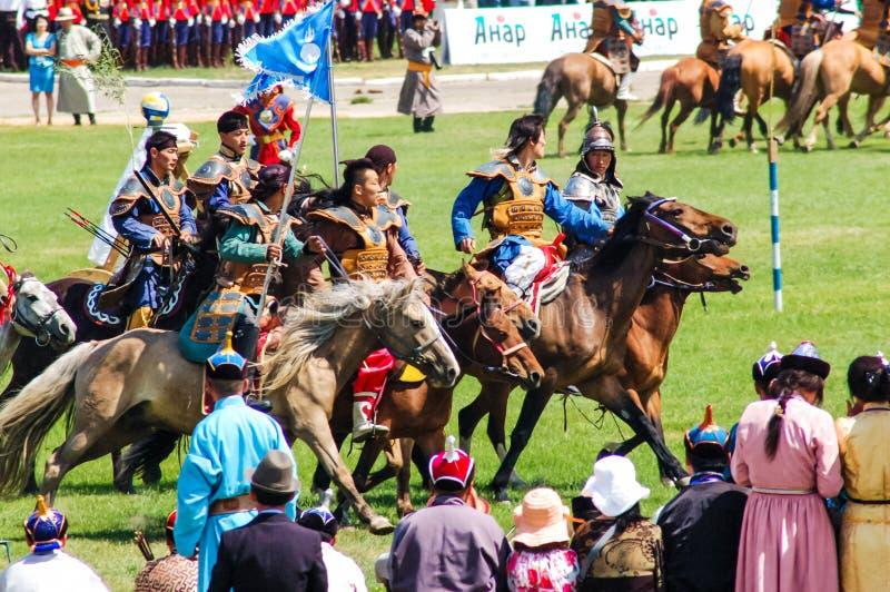 A caballo arqueros en la ceremonia de inauguración de Nadaam fotografía de archivo libre de regalías