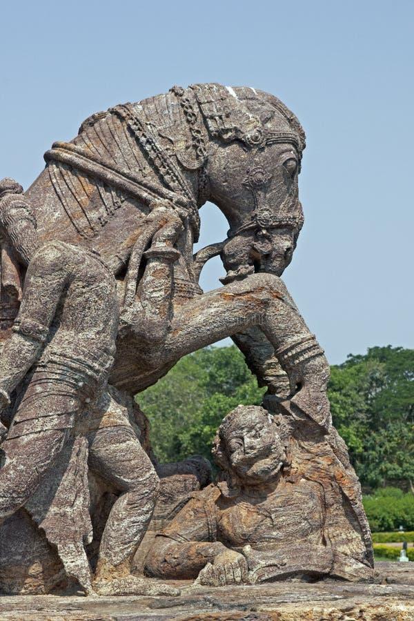 Caballo de guerra en el templo de Konark imagenes de archivo