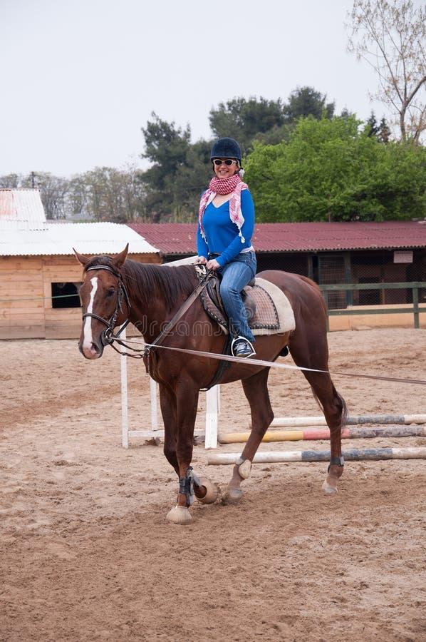 Caballo de montar a caballo imagenes de archivo