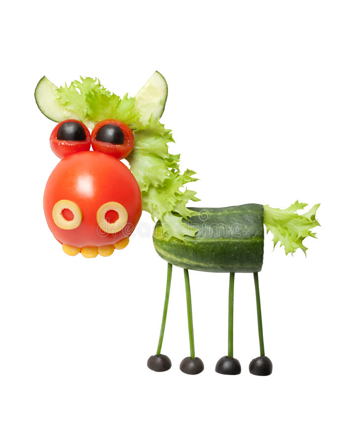 Caballo hecho de verduras frescas imagenes de archivo