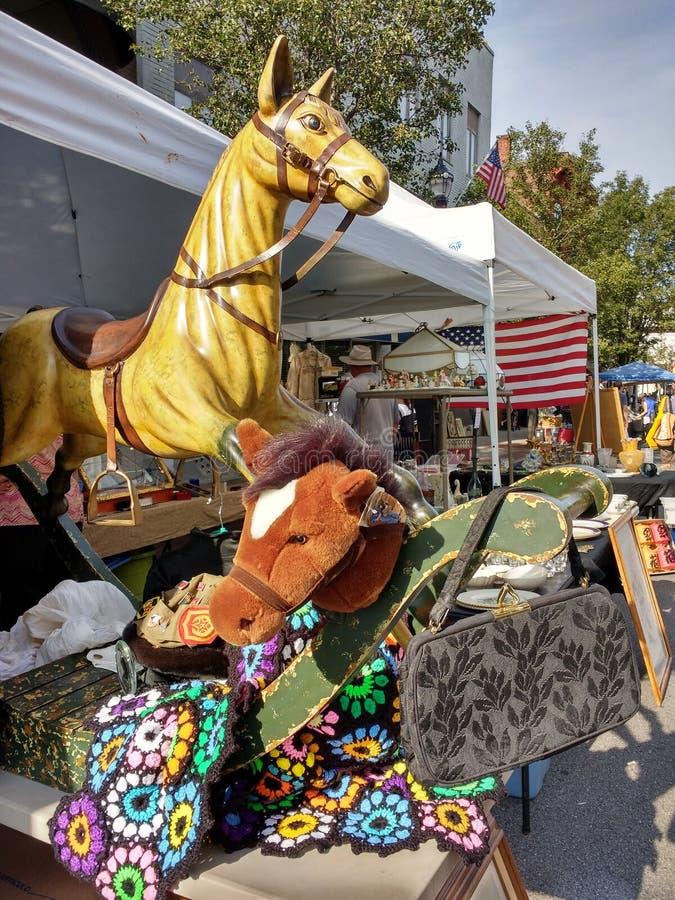 Caballo mecedora del vintage y caballo de la afición, calle justa, Rutherford, New Jersey, los E.E.U.U. del Día del Trabajo foto de archivo