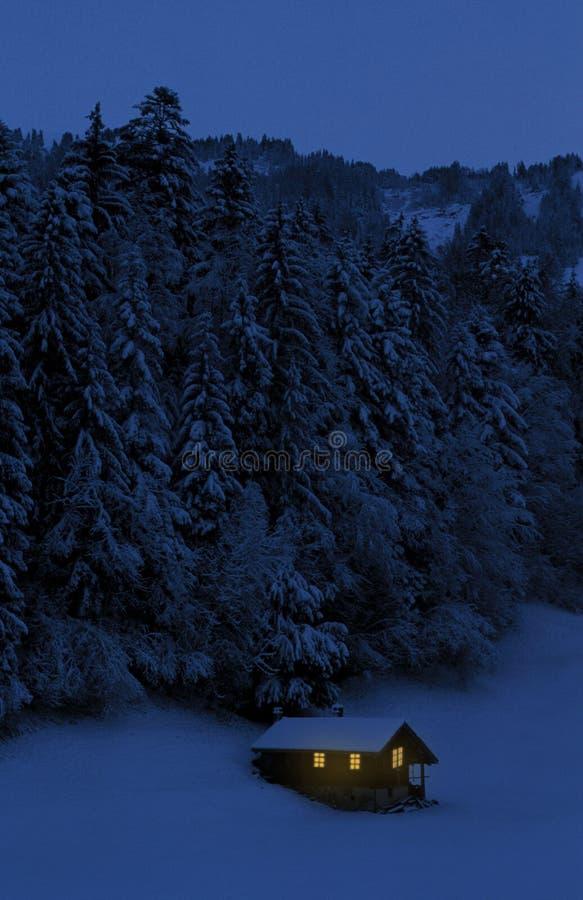 Cabana alpina em Switzerland imagens de stock
