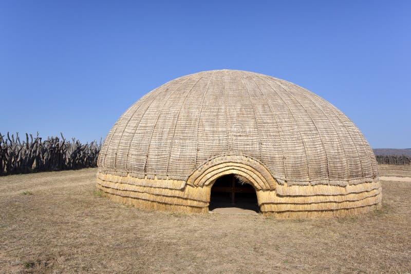 Cabana da colmeia do tribo Zulu foto de stock