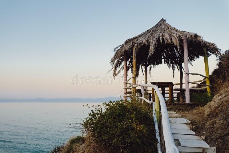 Cabana da palma na praia foto de stock royalty free