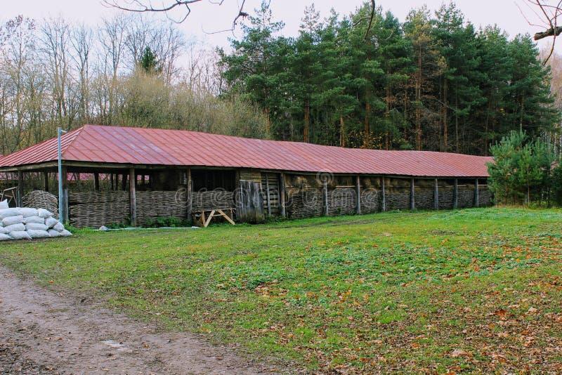 Cabana de madeira na propriedade da contagem Leo Tolstoy em Yasnaya Polyana em outubro de 2017 imagens de stock