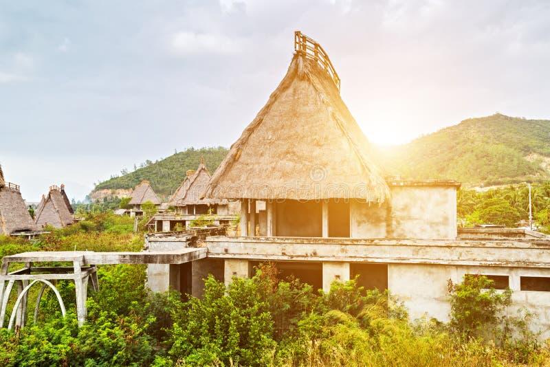 Cabana de Straw Roof da casa do bungalow, conceito do turismo do recurso do hotel de Eco fotos de stock