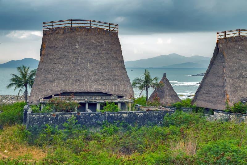 Cabana de Straw Roof do conceito do turismo do recurso do hotel de Eco fotos de stock royalty free