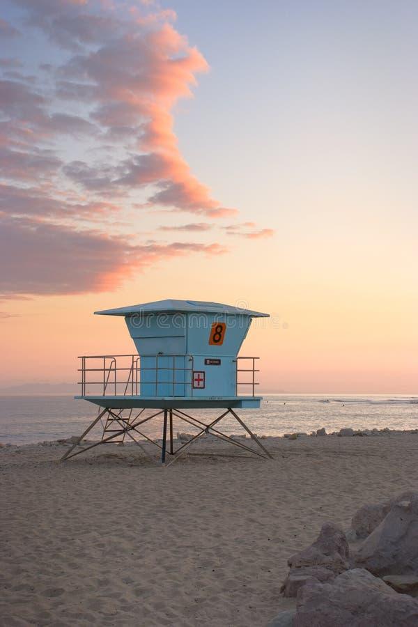 Cabana do Lifeguard no por do sol fotografia de stock