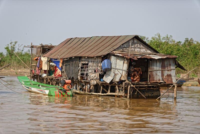 Cabana em pernas de pau, seiva de Tonle, Camboja foto de stock royalty free