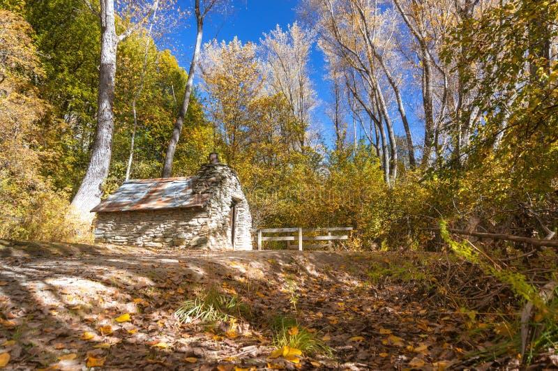 Cabana histórica dos mineiros em Arrowtown fotografia de stock