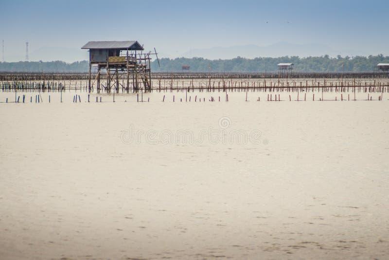 Cabana no mar que se usou para que o proprietário fique e guarde seu coc imagens de stock royalty free