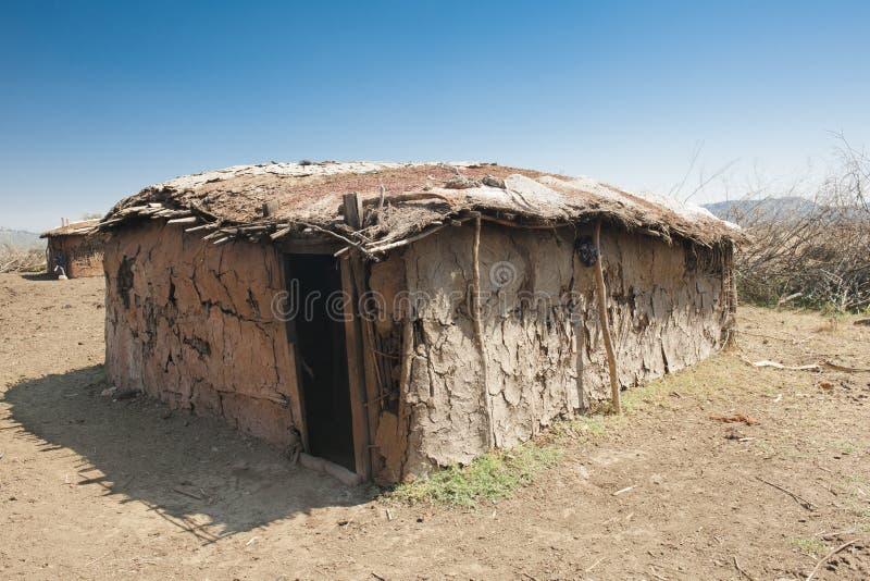Cabana de Massai feita do estrume da vaca fotografia de stock
