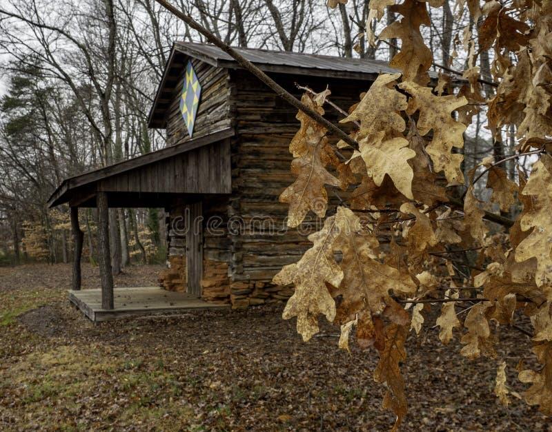 Cabana rústica de madeira em Carolina Mountains norte foto de stock royalty free