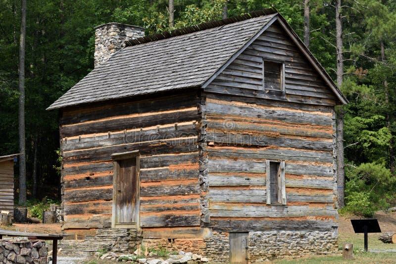 1792 cabana rústica de madeira histórica, Geórgia, EUA foto de stock