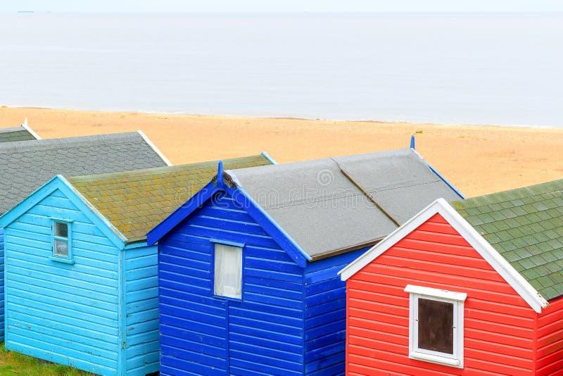 Cabanas coloridas da praia na cidade popular Southwold do beira-mar, Reino Unido fotos de stock royalty free