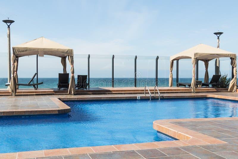 Cabanas da piscina em Ensenada, México fotografia de stock