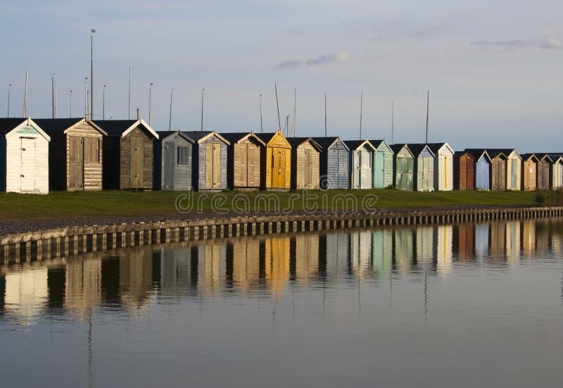 Cabanas da praia, Brightlingsea, Essex, Inglaterra fotografia de stock royalty free