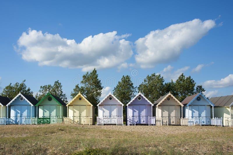 Cabanas da praia em Mersea ocidental foto de stock royalty free