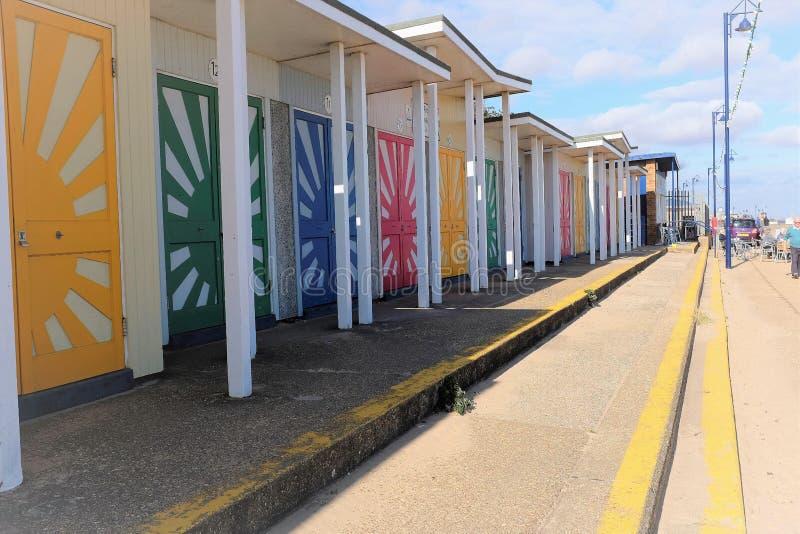 Cabanas da praia da luz do sol, Mablethorpe imagem de stock