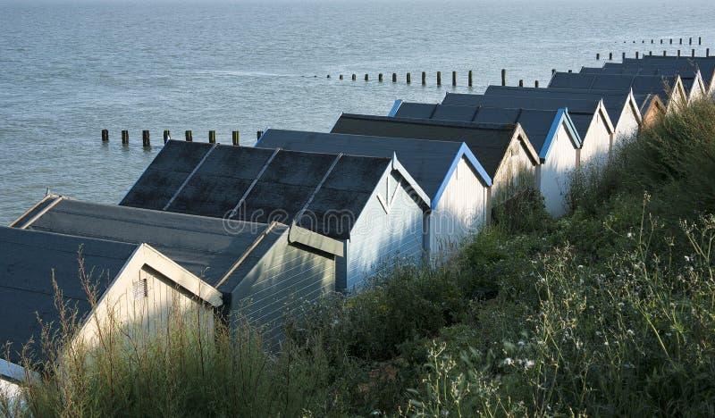 Cabanas da praia no Clacton-em-mar, Essex, Reino Unido. imagens de stock