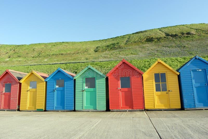 Cabanas da praia, Whitby, Reino Unido fotos de stock royalty free