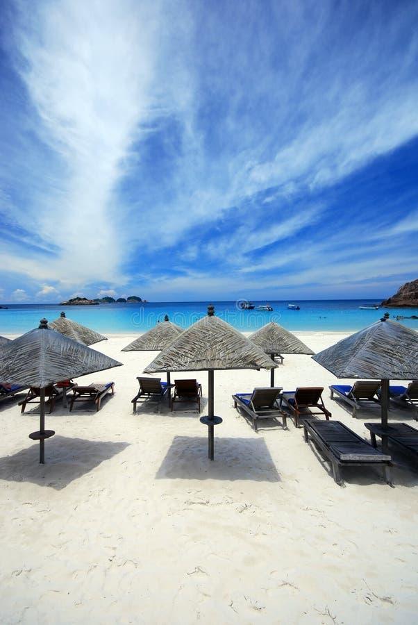 Cabanas door het strand stock foto's
