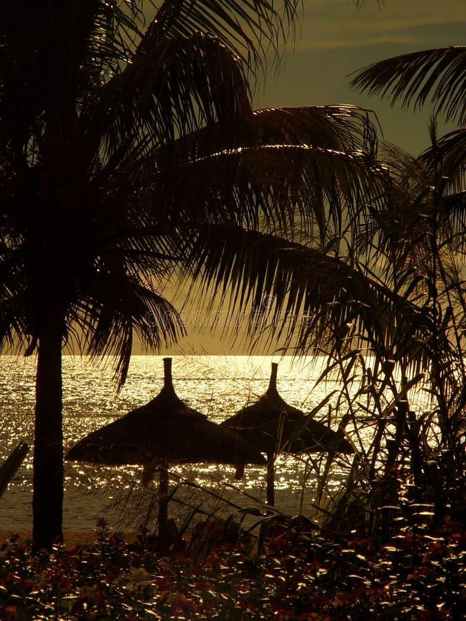 Cabanas no por do sol fotos de stock