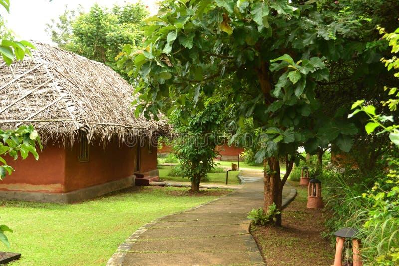 Cabanas pequenas para a acomodação do feriado na Índia imagens de stock