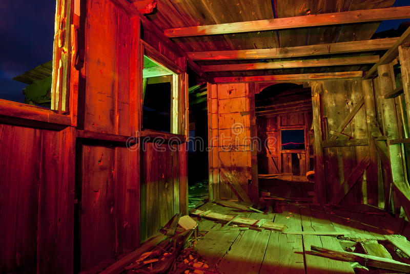 Cabane abandonnée colorée photo libre de droits