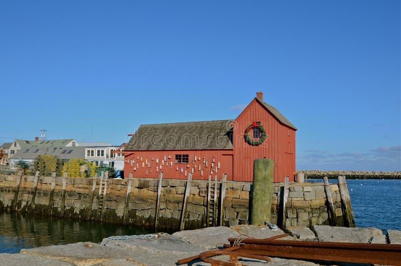 Cabane de pêche avec les balises et l'ancre photographie stock libre de droits