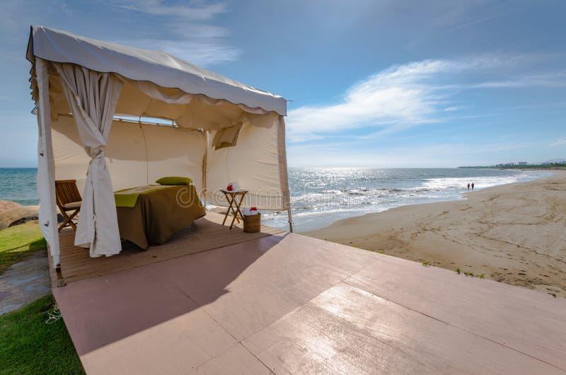 Cabane de station thermale de plage photo libre de droits