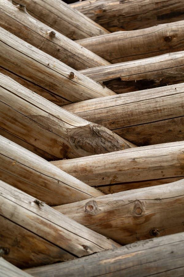 Cabane en rondins russe Fragment du mur de rondin Fond en bois image libre de droits