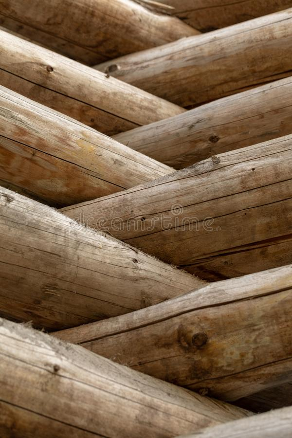 Cabane en rondins russe Fragment du mur de rondin Fond en bois photographie stock