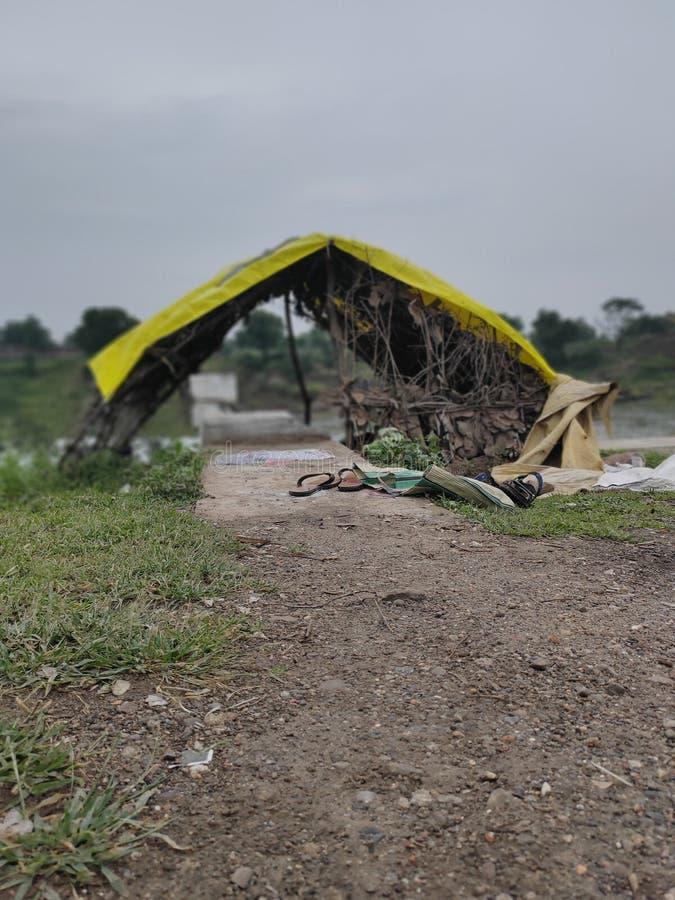Cabane indienne avec beau temps pluvieux photographie stock