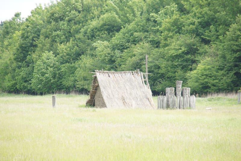 Cabane païenne construisant partialy en terre, Pohansko, republik tchèque photo stock