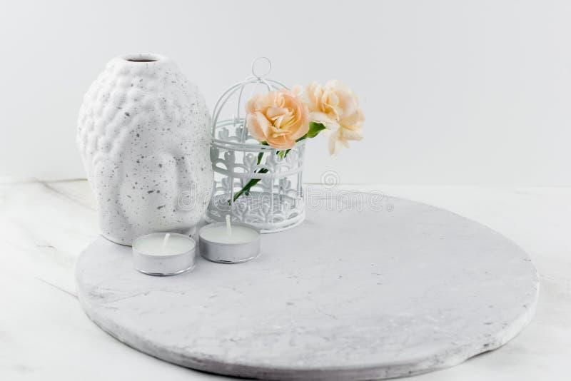 Cabeça cerâmica branca da Buda da estatueta fotos de stock