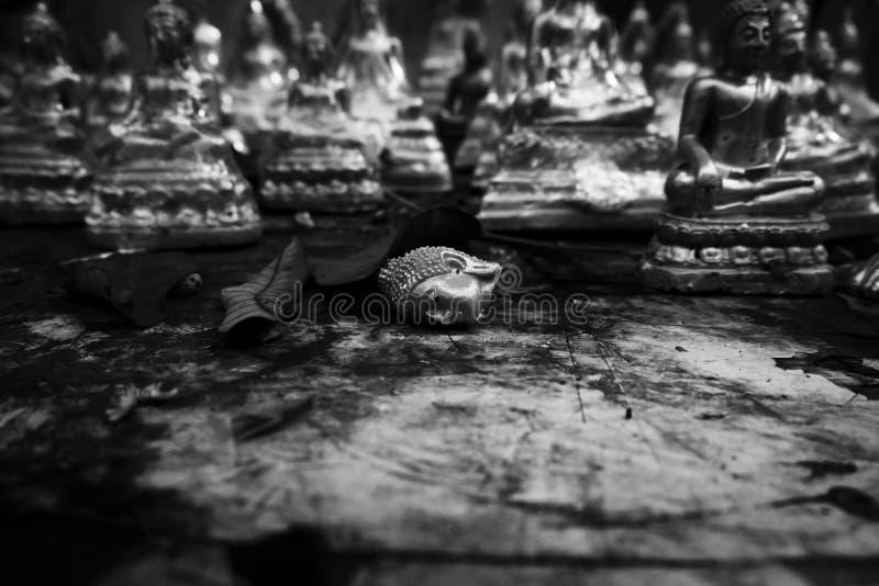 Cabeça da Buda no monochrome fotografia de stock royalty free