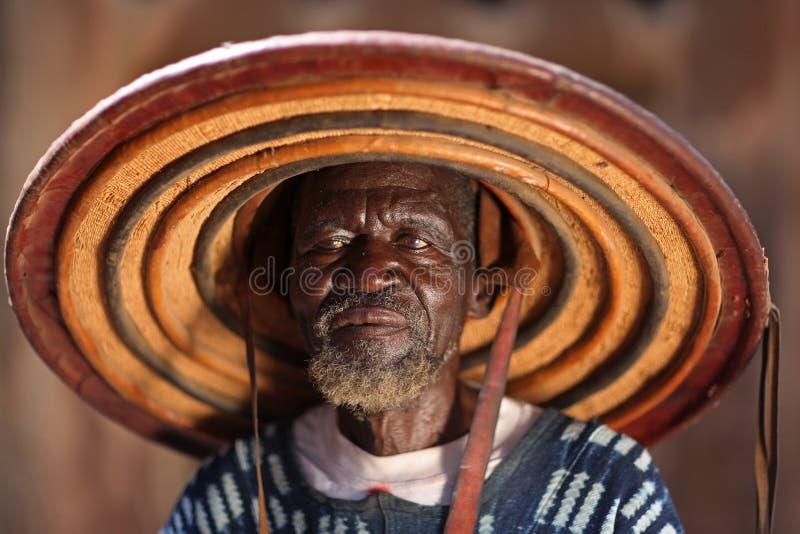 Cabeça da vila, na vila de Dogon, Mali fotografia de stock royalty free