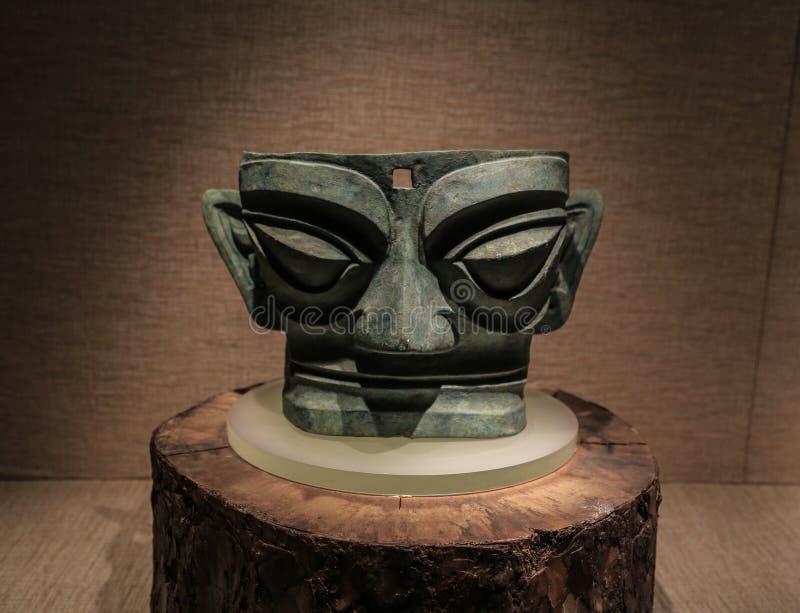 Cabeça de bronze no museu do sanxingdui, sichuan, porcelana foto de stock royalty free